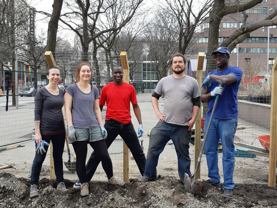 Des bénévoles aux jardins Gamelin à l'été 2018
